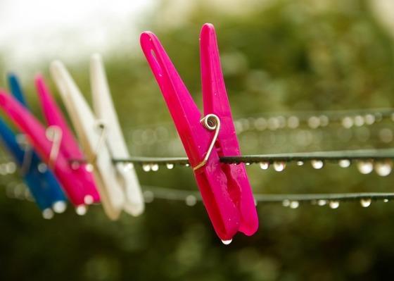 pins-laundry-541718_640