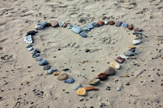 beach-193786_640